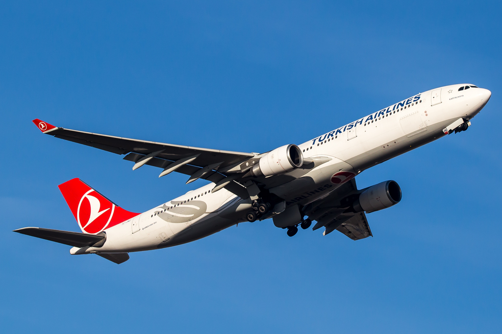 Turkish Airlines / TC-JNZ / Airbus A330-303