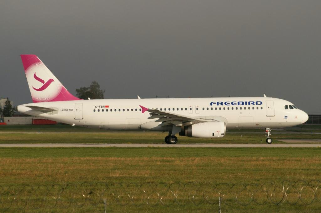 TC-FBR.     A320-232.    Freebird