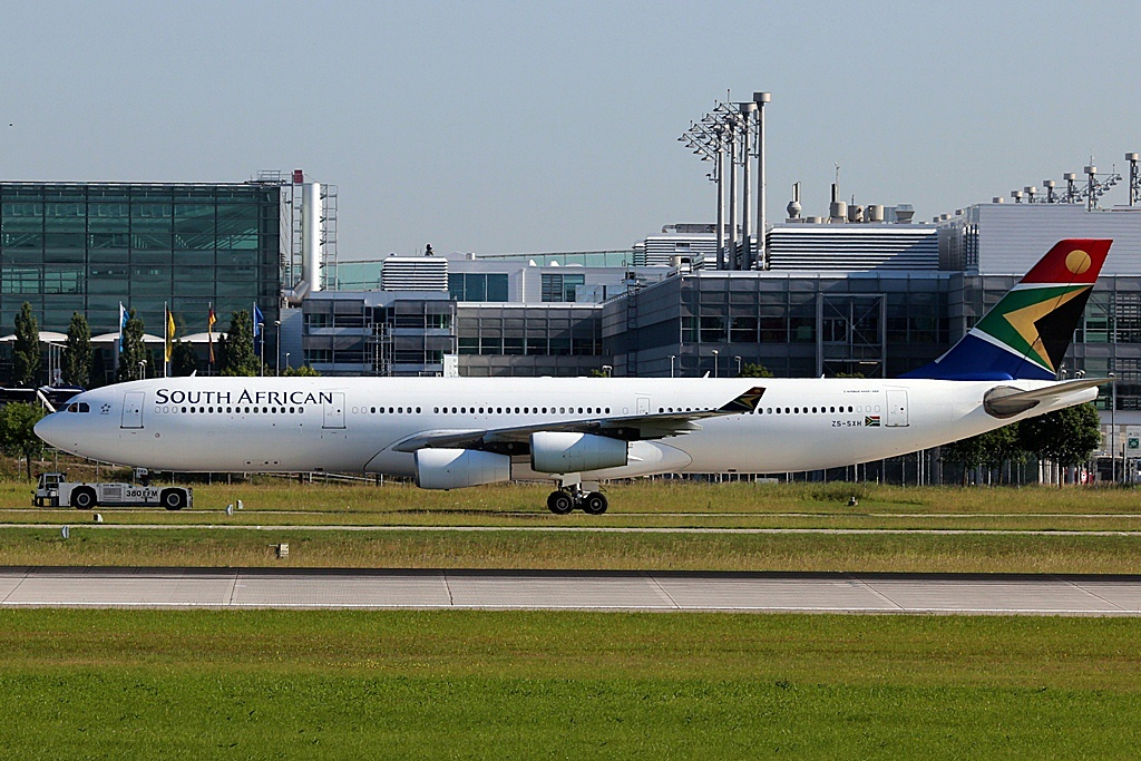 ZS-SXH  Airbus A340-313X  South African Airways.JPG