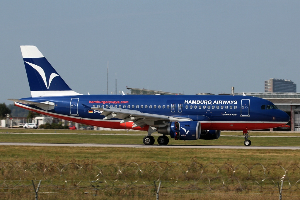 D-AHHB  Airbus A319-112  Hamburg Airways.JPG